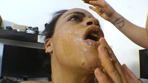 Scat Swallow Secreatary Domina Fernanda Medeiros (SG)