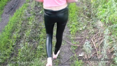 Alina_pooping_in_panties_in_nature_and_walking.mp4.00000.jpg