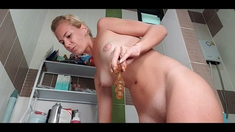 Squatting On The Toilet And Release Creamy Shit (12.12.2020) $23,99 (Premium user request) by MissAnja