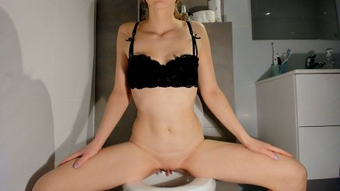 Soft smelly poop on the toilet 2k Scat Self Filming (2021) $29,99 (Premium user request) by Lucy Belle