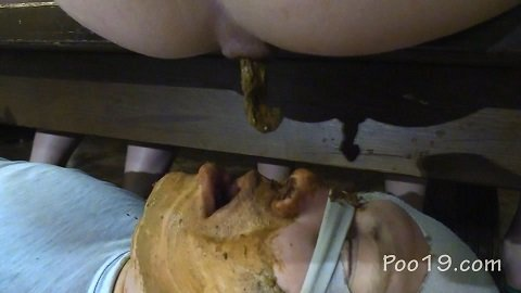 MilanaSmelly – Crapping on the bench (Poo19.com)