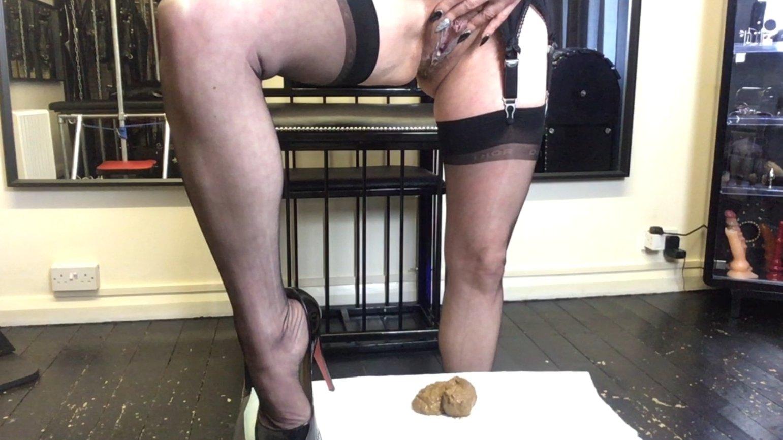 Clean My Arse & Watch Me Piss (28.02.2021) 10.99$ (Premium Request) via Mistress Julia Taylor