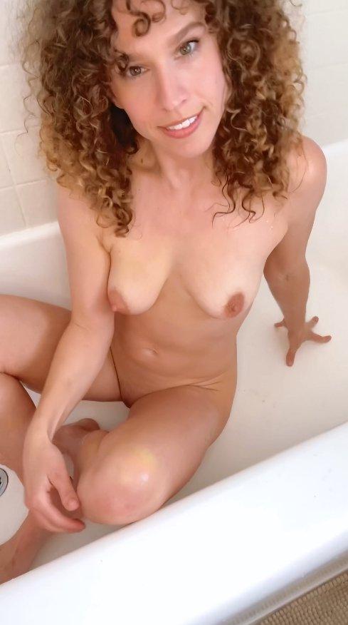 [VIP Premiere – Newbie Teen Scat Model] Pee on myself then dildo fuck (14.02.2021) 8,99$ (Premium Request) via Vibe With Molly