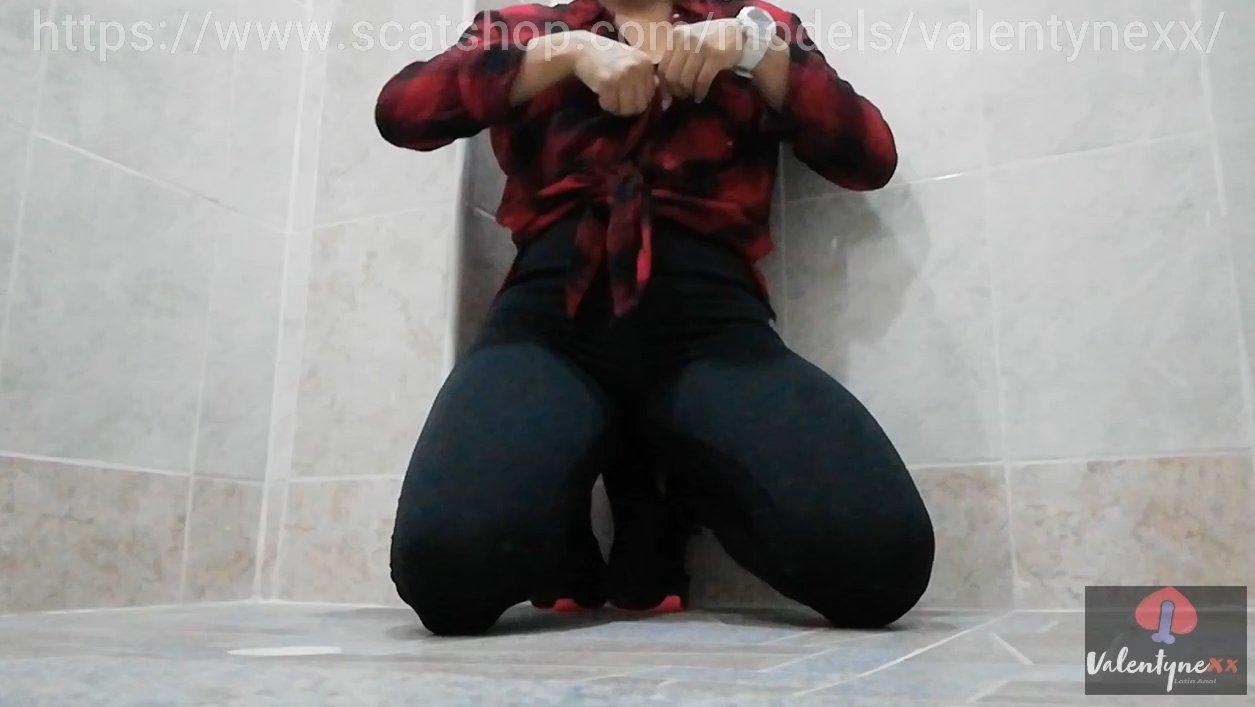Poo in bath (24.03.2021) 29,99$ (Premium Request) via Valentynexx