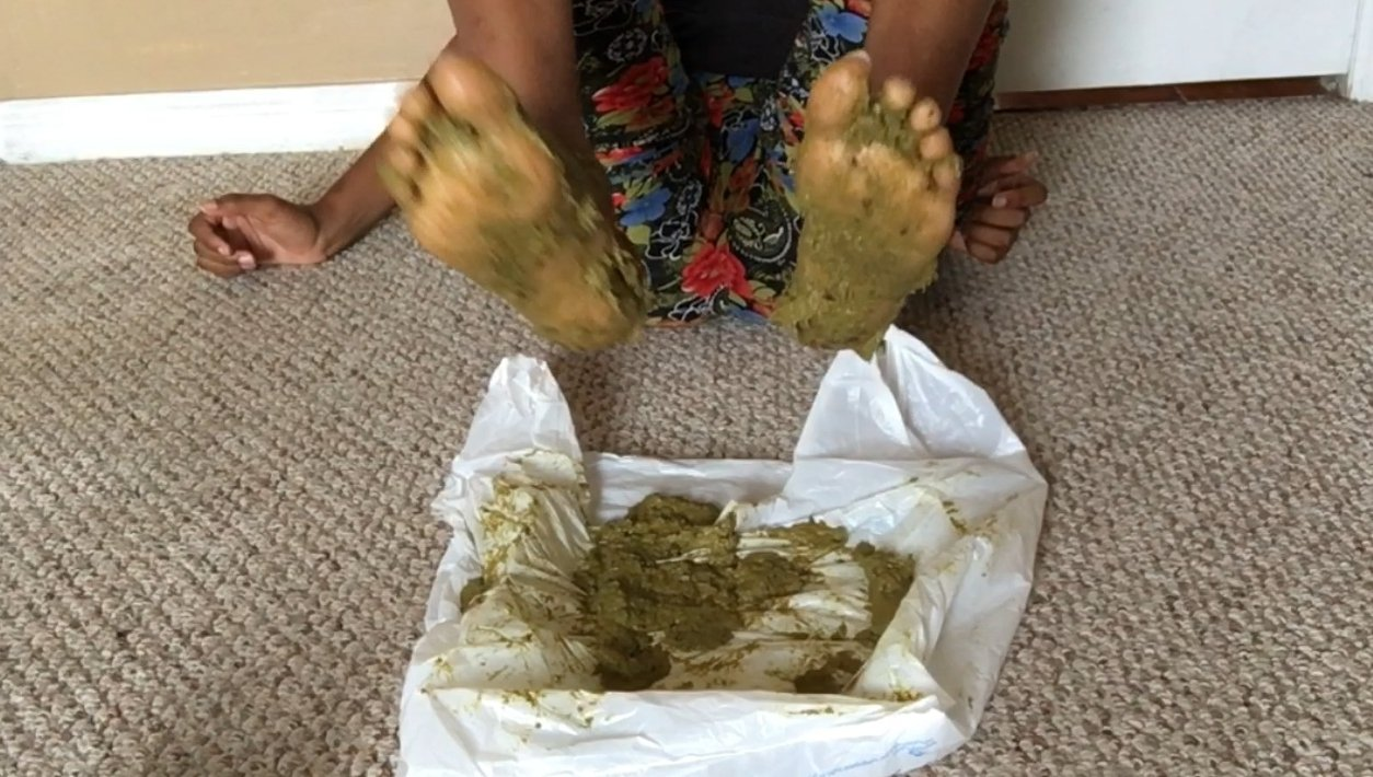 Stomping In Poop (5.02.2021) 9,99$ (Premium Request) via Cutie Syren