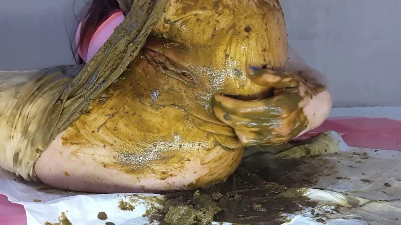 AnnaCoprofield – White Leggings Diarrhea
