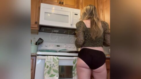 Desperate Kitchen Panty Poop – First Vid! – Sophia_Sprinkle Poop Videos