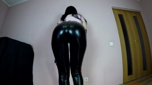 Diabolic_Sigal_-_Poo_in_black_tight_leggins.mp4.00000.jpg