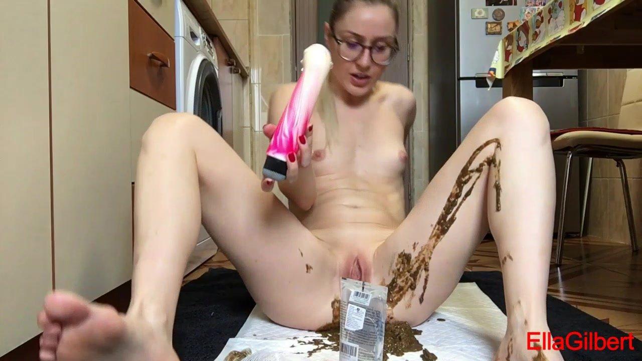 EllaGilbert – Messing My White Panties With Diarrhea