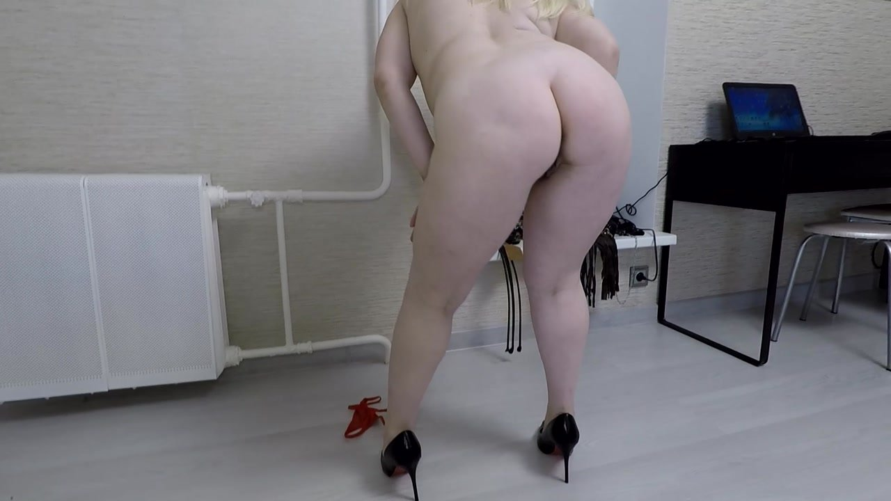 Annalise – Smear Lick and Suck My Shitty Shoes