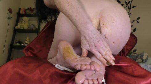 Turds, Prolapse & Dirty Feet - Dirtygardengirl 00003