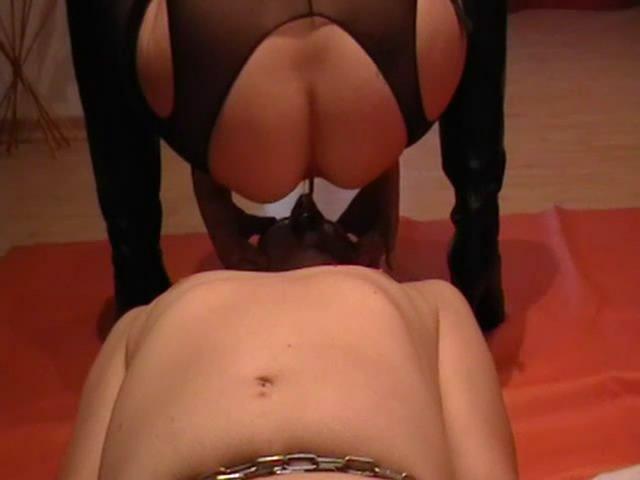 Goddess Margo – full scat feeding with chocking starring in video GoddessAndreea