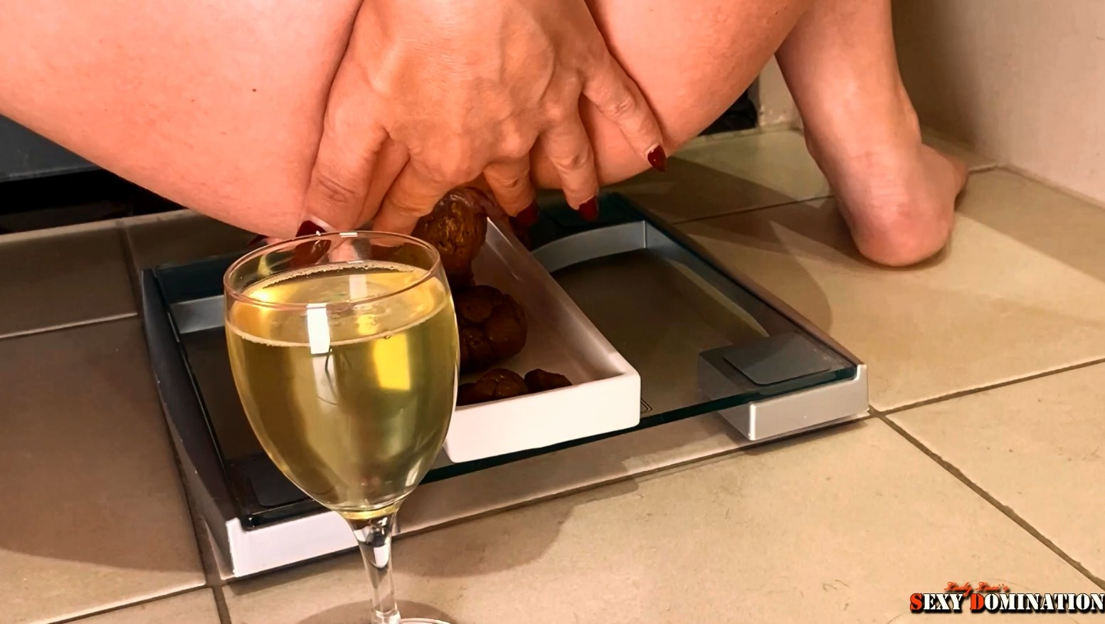 Exquisite champagne and finest pralines (Premium user request by Bert) with Lady Luci 4,99 €