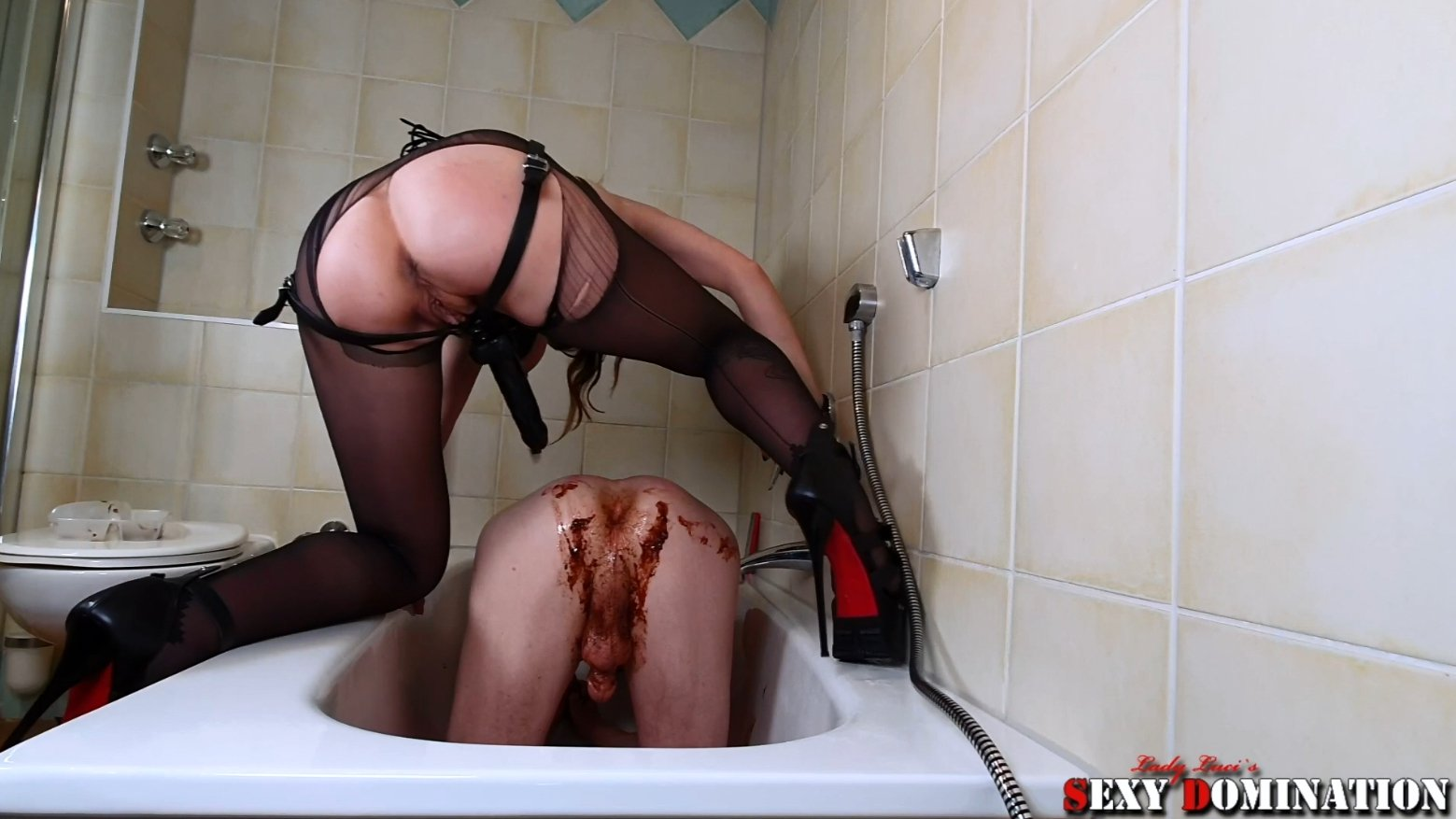Extreme KV Excess in the bathtub of Lady Luci (Premium user request by Bert) with Lady Luci 25,99 €