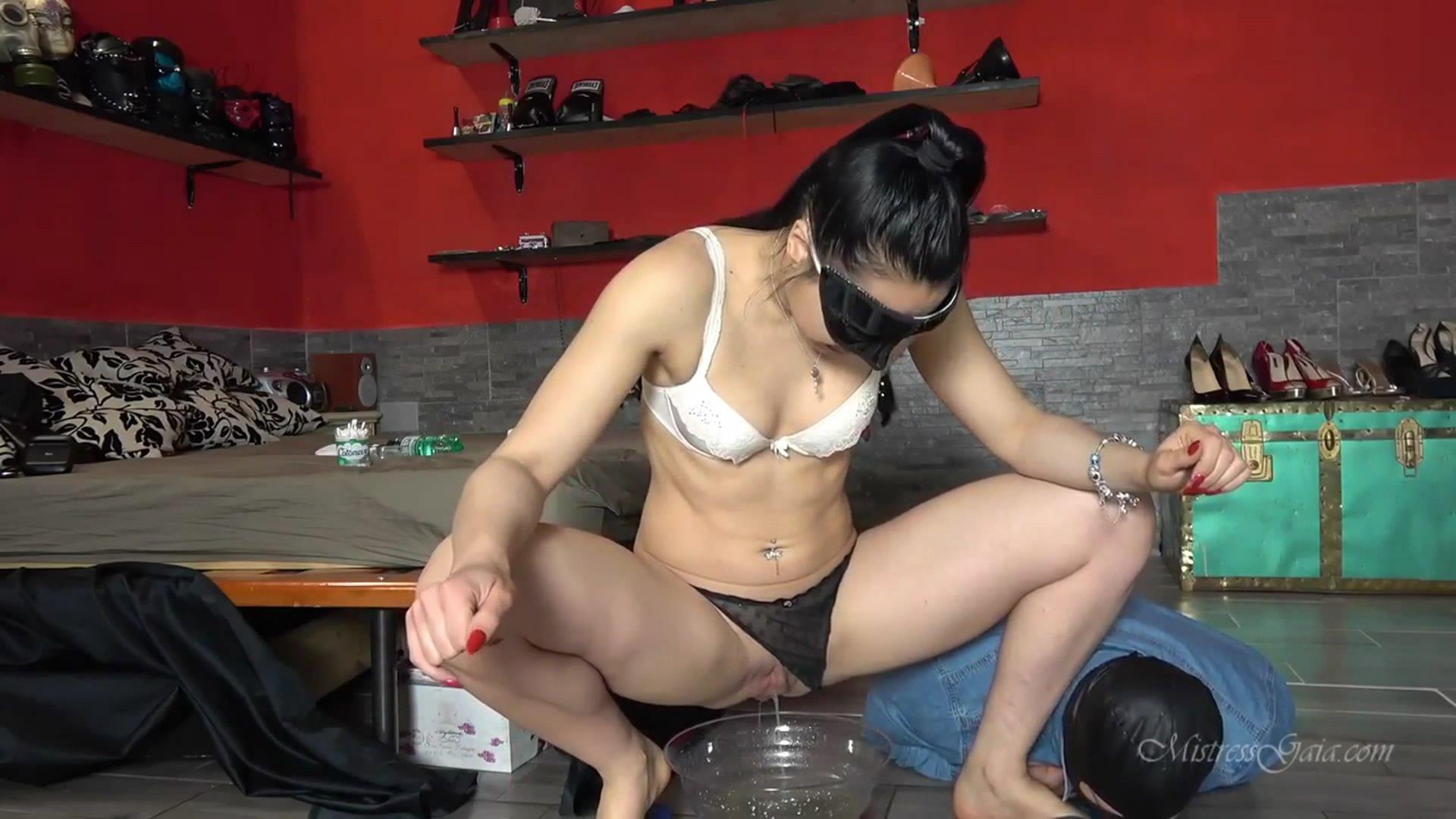 APPETIZING OBEDIENCE TEST starring in video Mistress Gaia (21,99€ mistress-gaia.com)