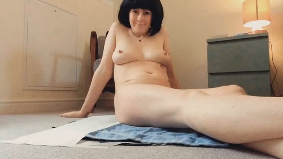 Laceyloumartin1 – Playing with my pussy whilst pooping & peeing ($12.99 ScatShop)
