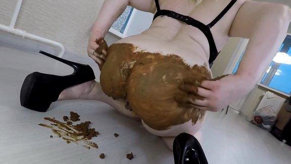 Mistress Annalise – Pooping Smearing ($11.99 ScatShop)