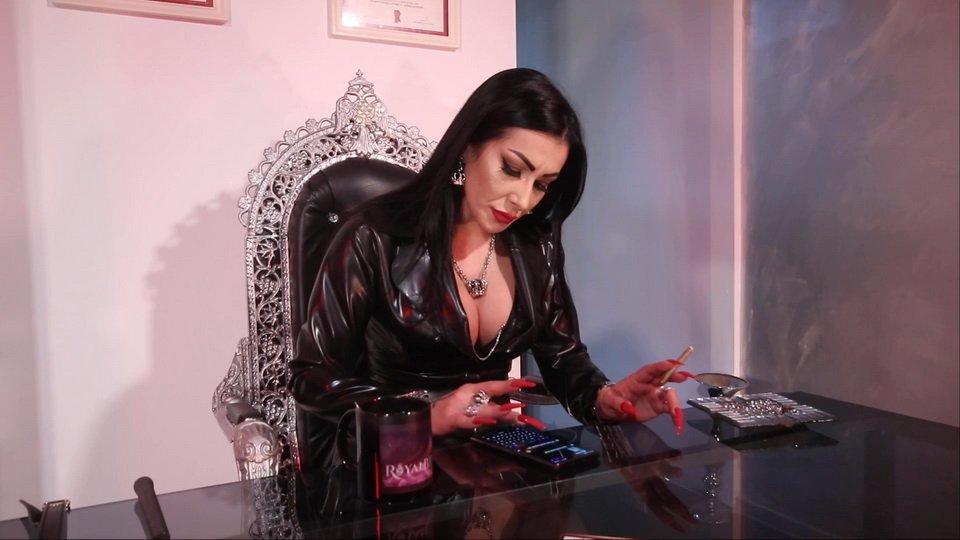 Mistress Kennya and friends kaviar and human toilet ($22.99 YezziClips)