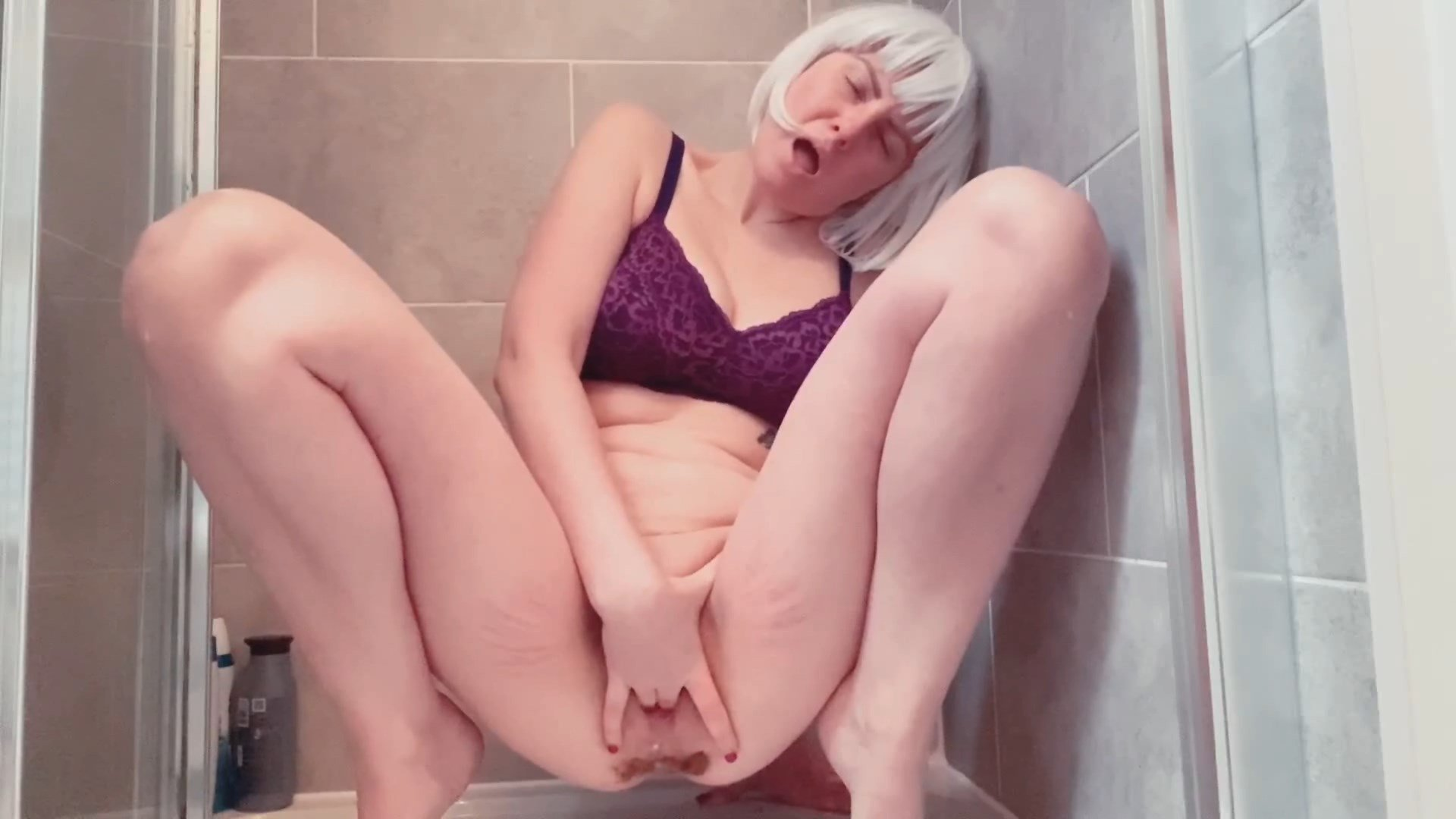 Laceyloumartin1 – Long drop poop, pee and pussy play