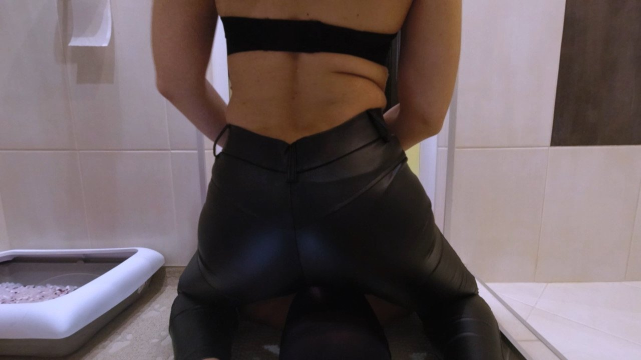 Mistress Anna-Farts and shit during Covid