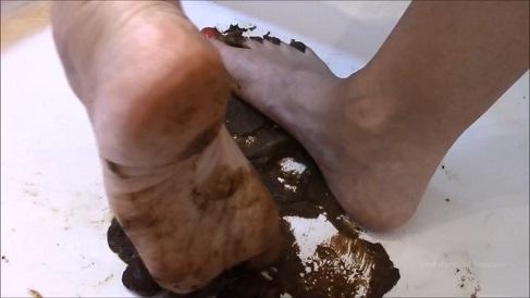 Pee & Pooping for scat slave (07.09.2021) Princess Monica
