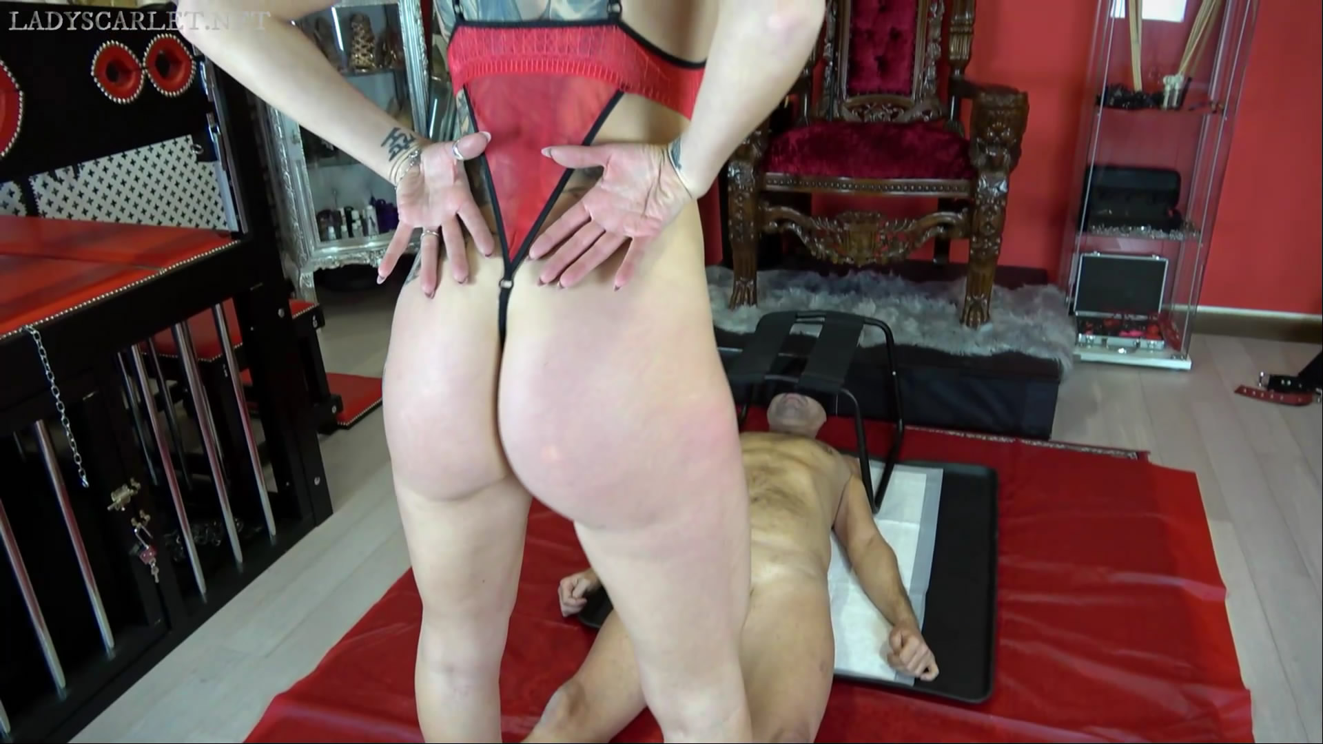 Face chair and pee starring in video Lady Scarlet ($9.99 ScatShop) – Pee